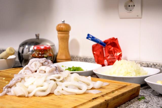 Receta de calamares en su tinta con arroz blanco