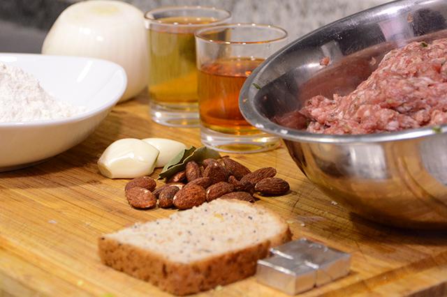 Albóndigas en salsa de almendras de la abuela